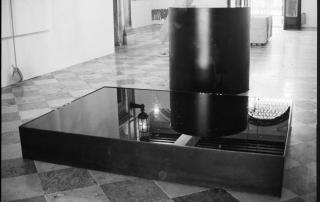 Nobuo Sekine - Phase of Nothingness-Water - 1969/1995, acciaio, smalto, acqua. Foto di Enrico Cattaneo.