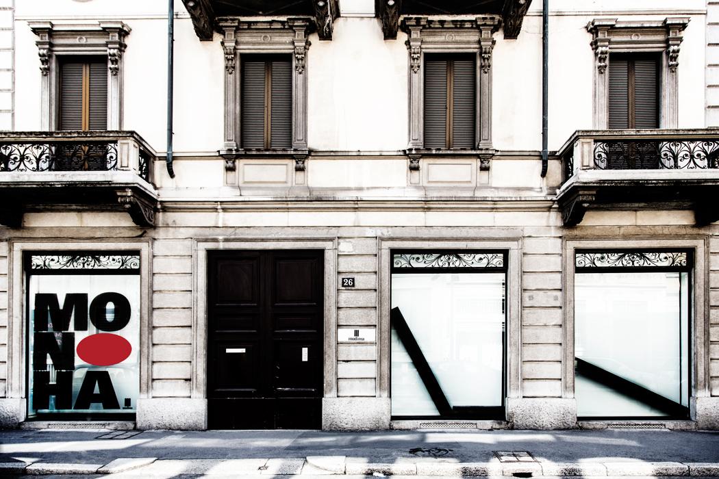 Fondazione Mudima, Milano, Maggio 2015. Installazione di Noboru Takayama sulle finestre della Fondazione. © Foto di Fabio Mantegna per Fondazione Mudima